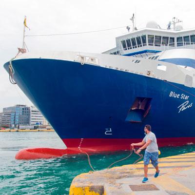 Blue-Star-Fähre Paros in Pyräus