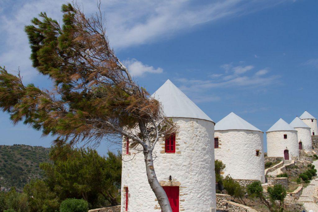 Die Windmühlen Panteli auf dem Weg zur Festung Platanos, Leros