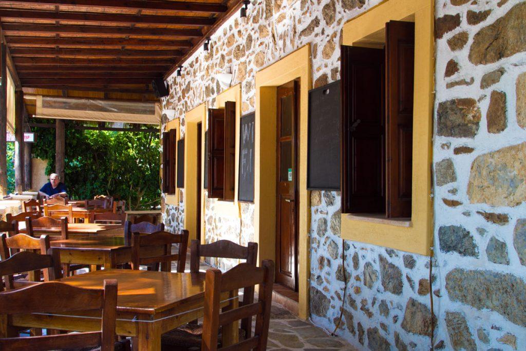 Café in Partheni, Leros