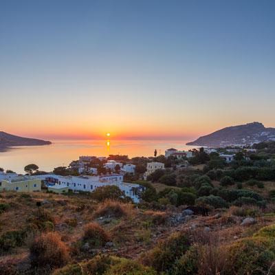 Sonnenaufgang über der Bucht von Alinda, Leros