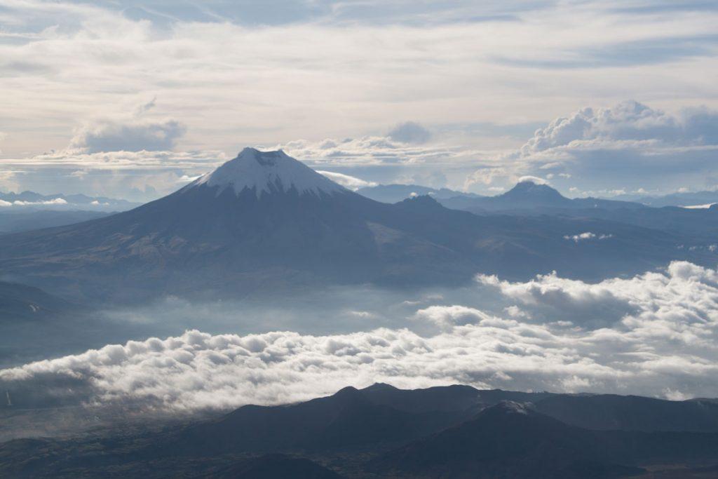 Cotopaxi (5897m), Sincholagua (rechts, 4873m)