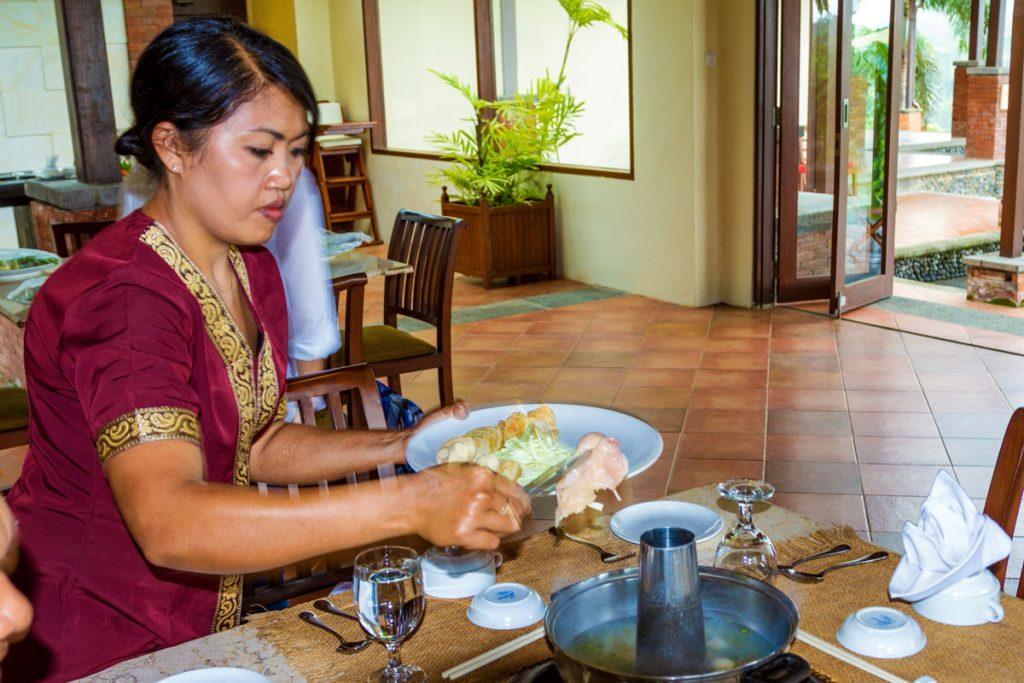 Speisezubereitung im Ökoresort Bagus Agro Pelaga in Plaga auf Bali