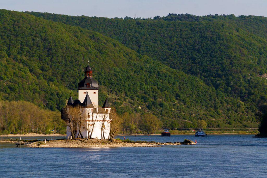 Wasserschloss im Rhein, Hessen