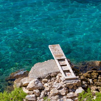 Verschwiegene Badebucht bei Baska Voda, Kroatien