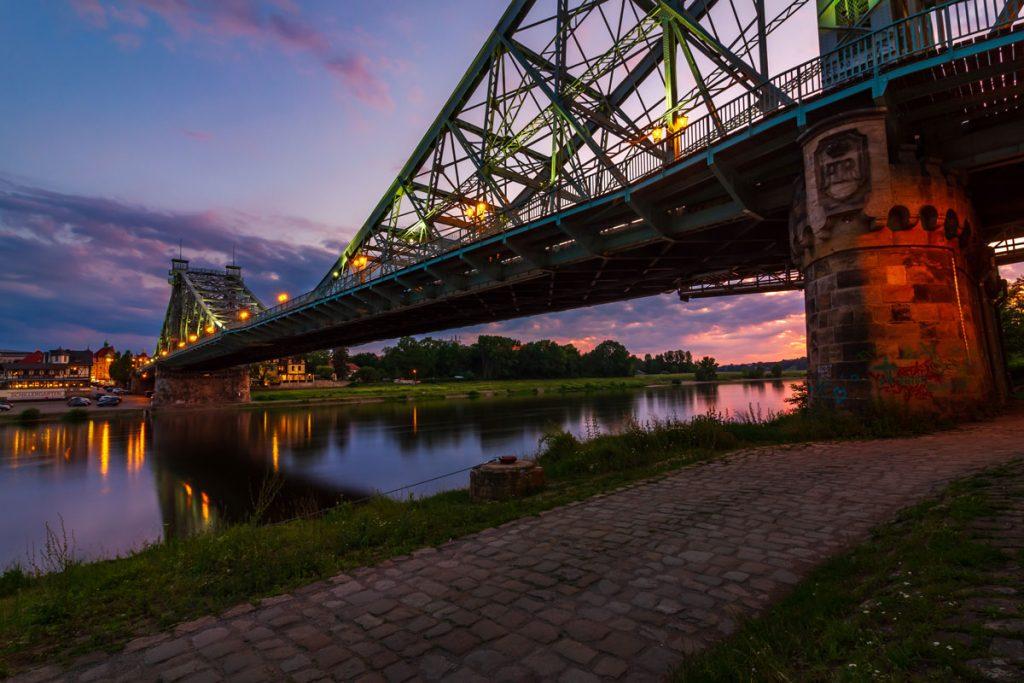"""Die berühmte Brücke """"Blaues Wunder"""" in Dresden"""