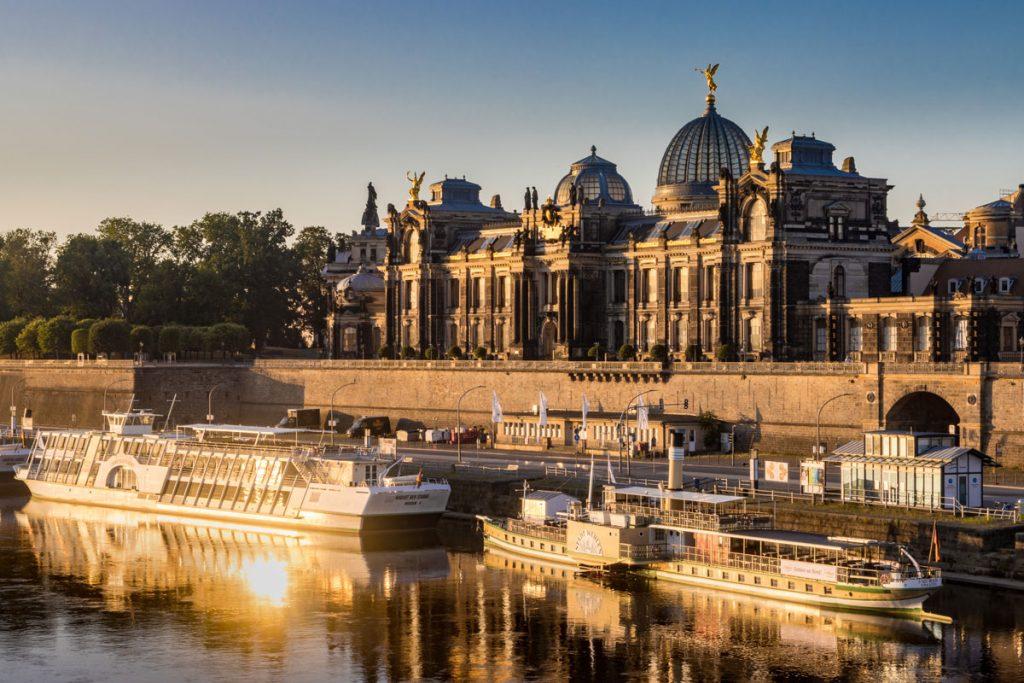 Die Brühlsche Terrasse von Dresden im Morgenlicht