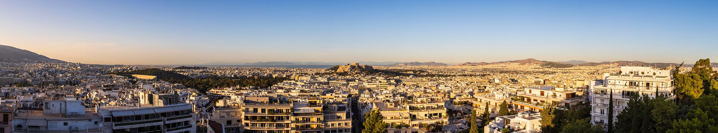 Panoramablick vom St. George Lycabettus über Athen bis zur Akropolis