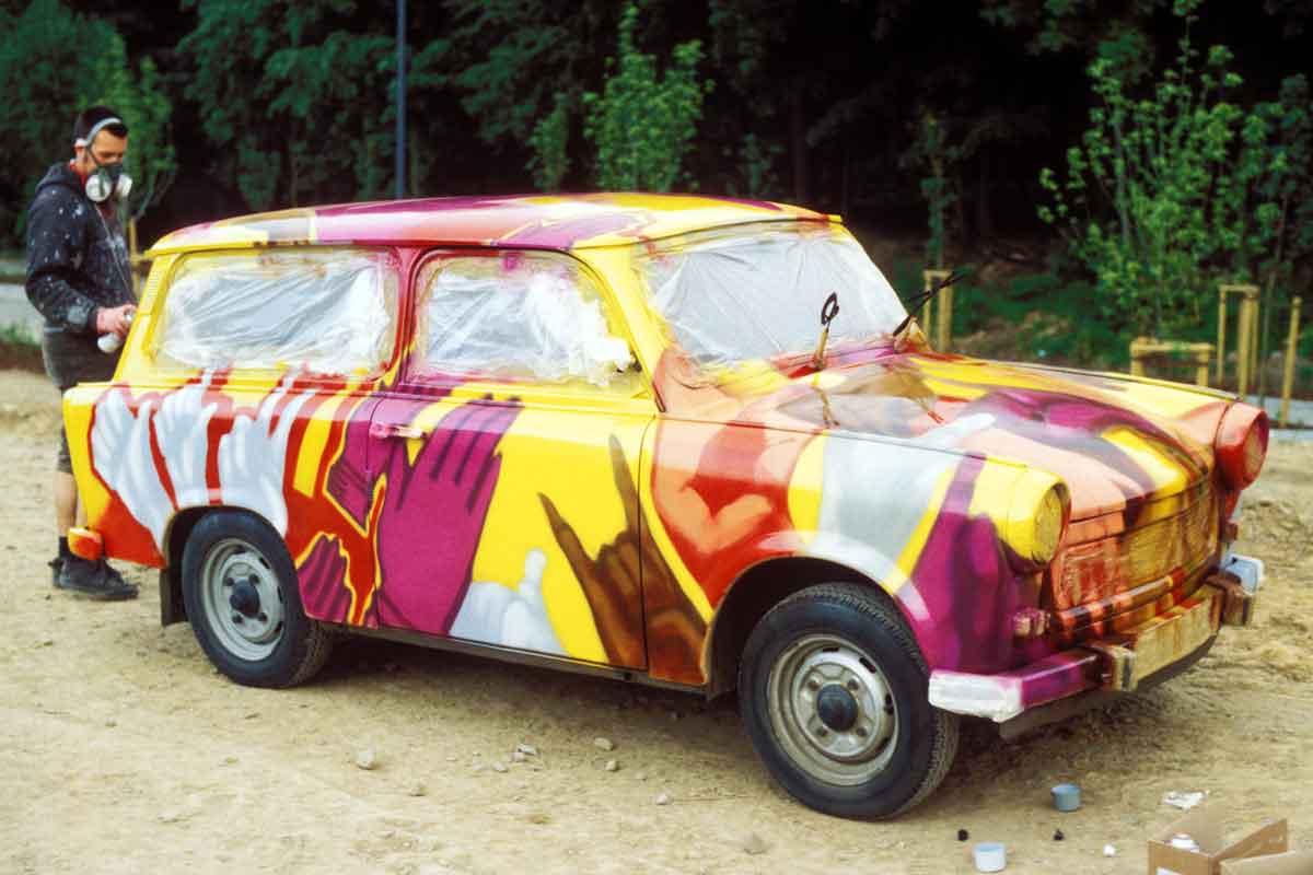 Mit Graffiti gestalteter Trabant von Loomit zur Sprühfrisch 1997
